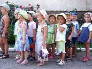 По какому принципу распределяют детей в группы?