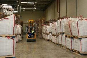Как хранят сахар на предприятиях и складах?