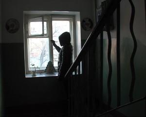 Что делать, если соседи курят на лестничной площадке?