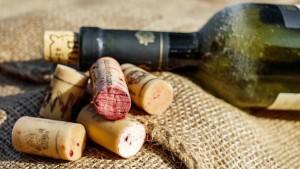 Правила хранения в закрытых бутылках и после их вскрытия